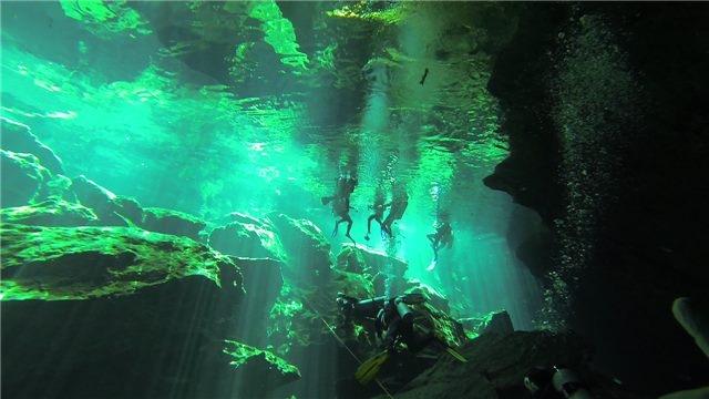 Cuevas, Viaje a México