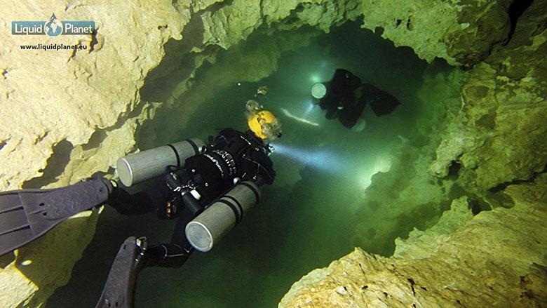 Liquid Planet Cuevas