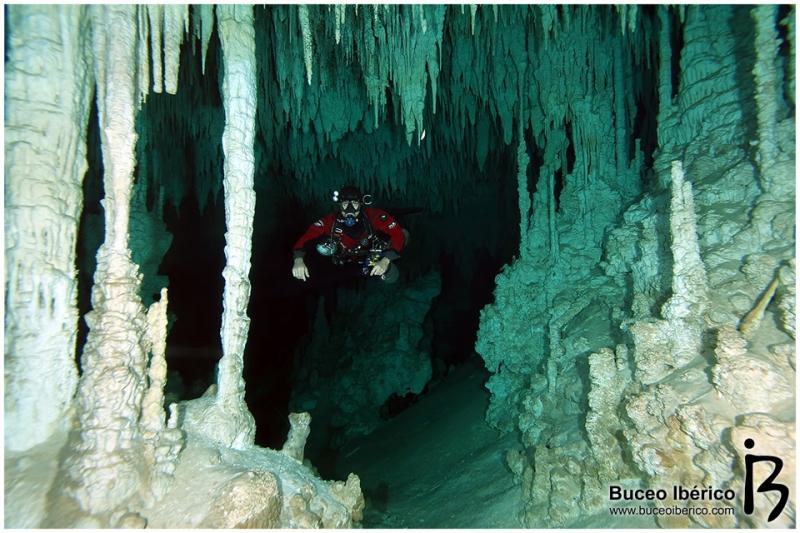 Cuevas - Vicente Fito
