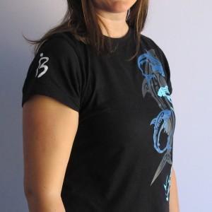 Camiseta Tornado de Tiburones vista lateral
