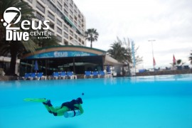 Zeus Dive Center - stand Aqualung